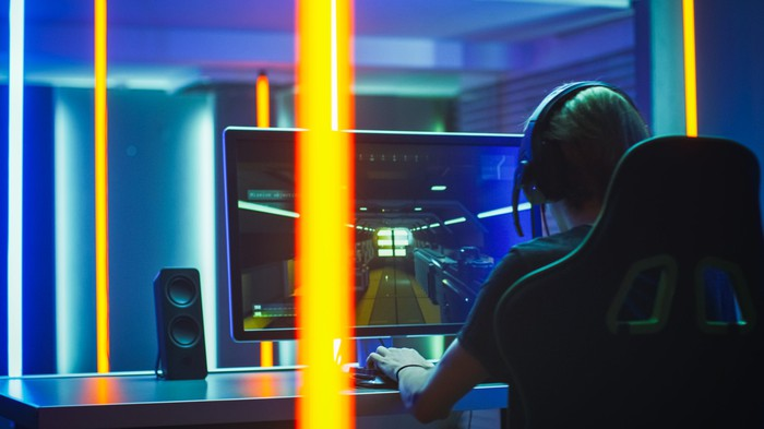 A person plays a PC game.