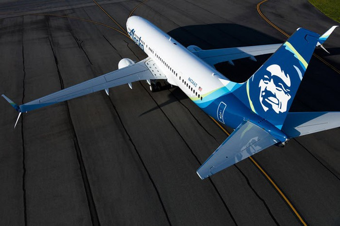 Alaska Airlines Boeing 737 on tarmac in blue livery.