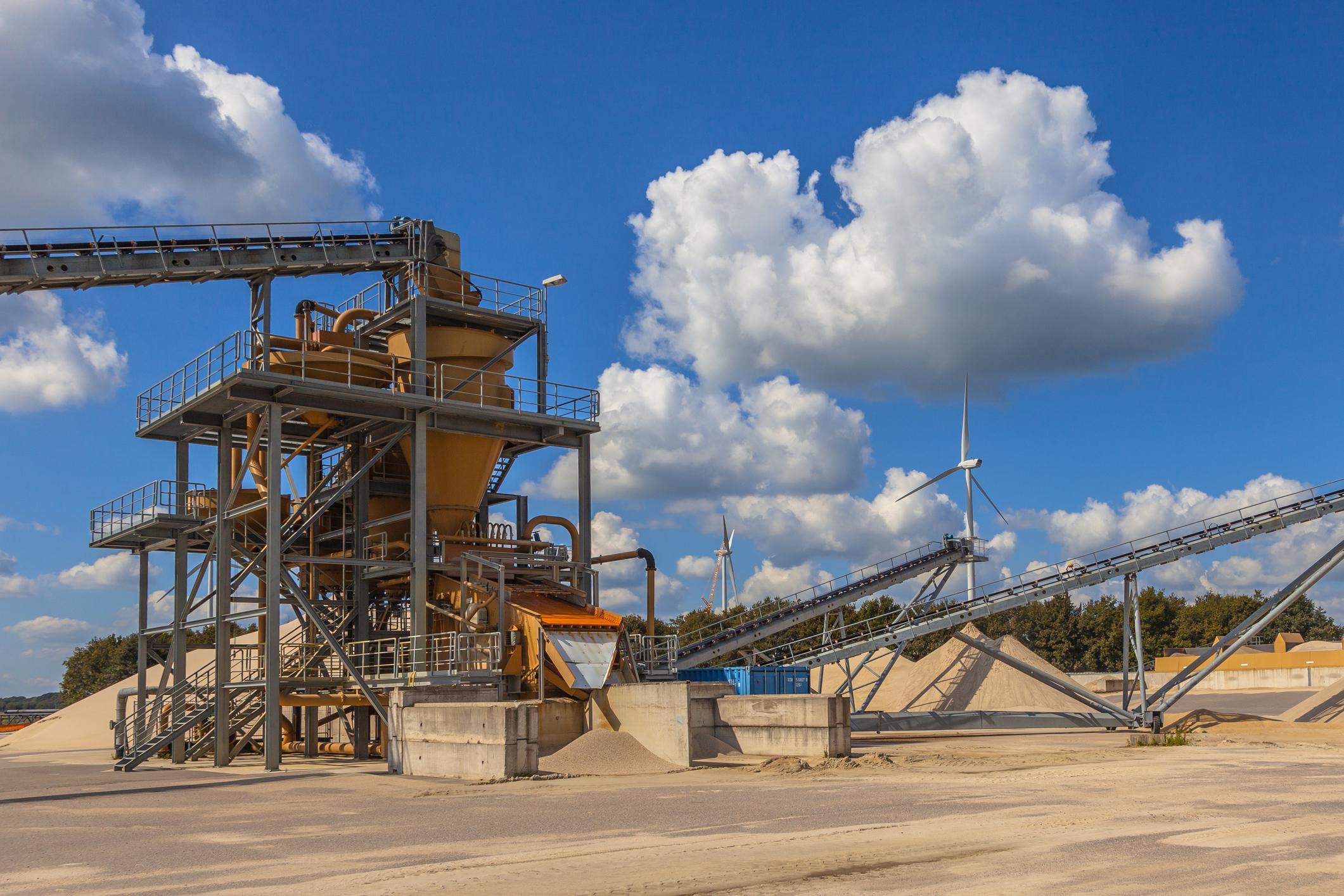 Sand mine equipment