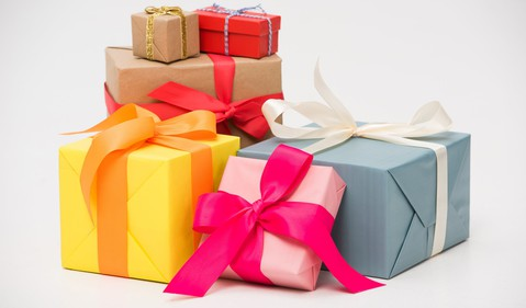 pile of gifts_GettyImages-925734776