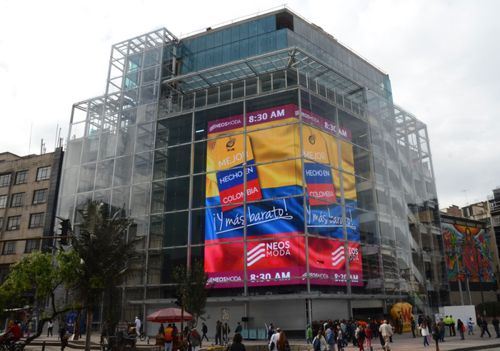 Daktronics-built screen at Neos Moda in Bogota Colombia