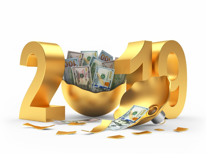 2019 in gold with an opened ornament with cash in it in the place of the zero in the year