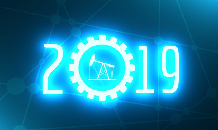 2019 in neon blue with an oil pump in the middle of the zero.
