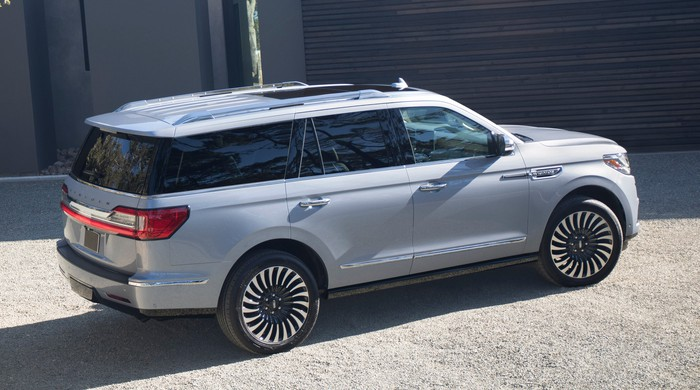 A 2019 Lincoln Navigator, a full-size truck-based luxury SUV.