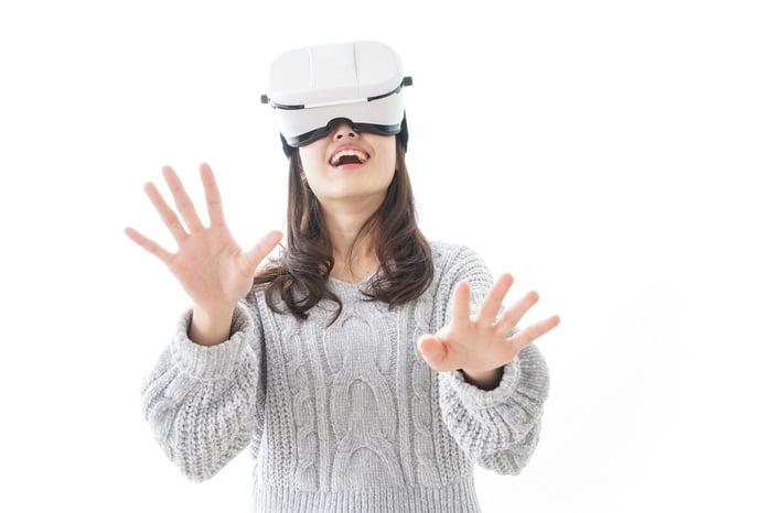 VR headst wearer