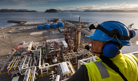 17_06_14 Man Looking down over oil processing plant_GettyImages-464201833