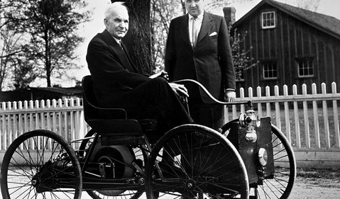 1946_Henry_Ford_and_Henry_Ford_II_with_Quadricycle