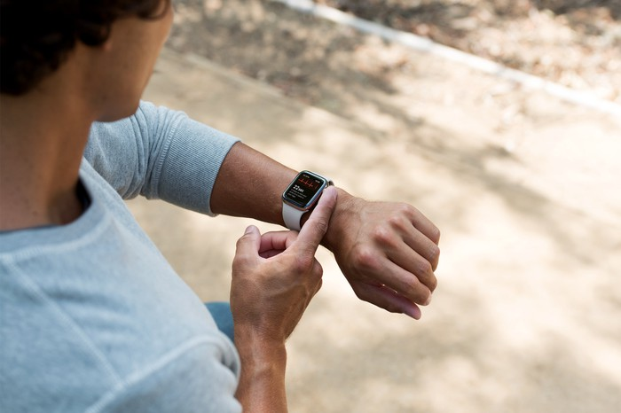 A man taking an ECG on the Apple Watch.