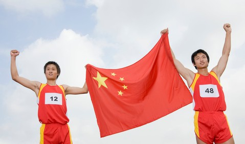 17_10_16 althletes with Chinese flag_GettyImages-79122435
