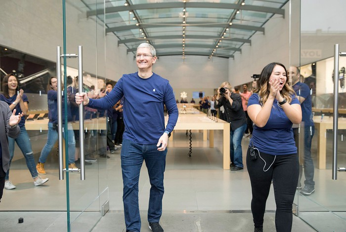 Apple CEO Tim Cook opens the doors of an Apple store on launch day 2016.