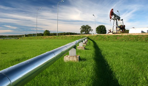 Oil pipeline with an oil pump