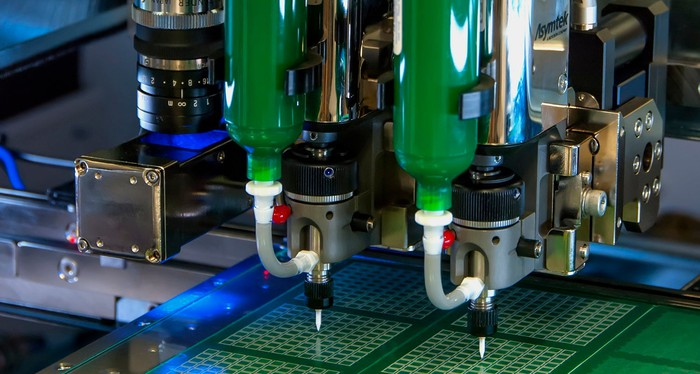 Adhesive-dispensing system working on semiconductor chips.