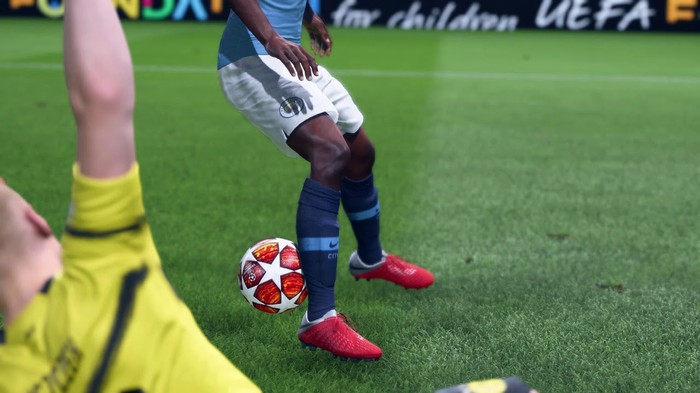 Two soccer players in FIFA 20.