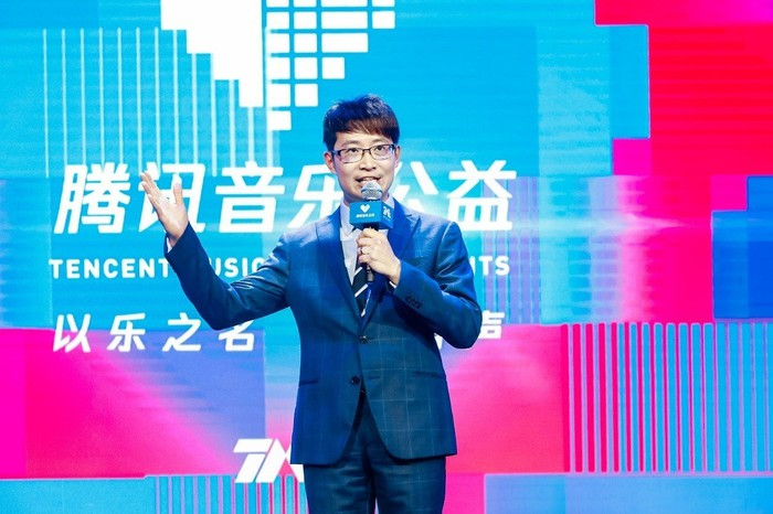 Tencent Music CEO Cussion Kar Shun Pang speaking on a stage.