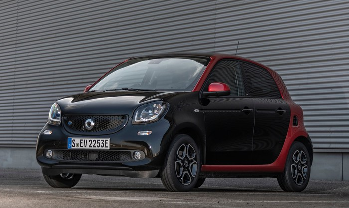 A black and red Smart EQ ForFour, a small four-seat electric car.