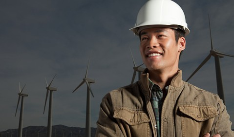 18_03_05 Man in front of wind turbines_ GettyImages-102285520
