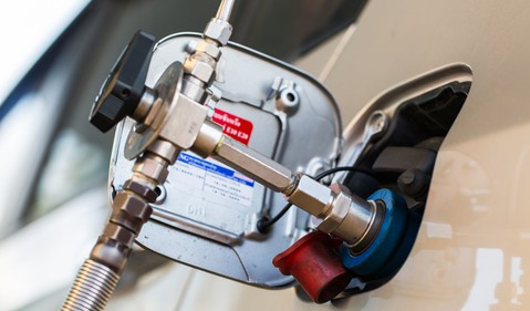 18_08_06 Compressed natural gas fuel pump_GettyImages-586366054