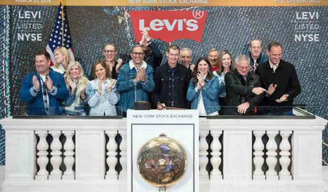 LEVIS-Bell-Podium-Press-190321-2-copy-1024x683
