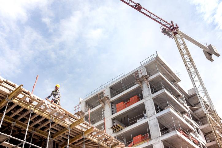 A crane next to a building under construction