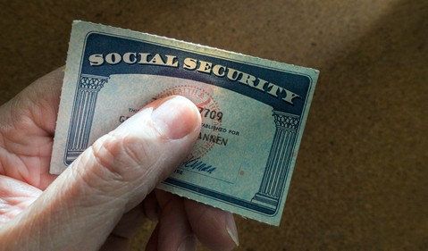 Social Security card_GettyImages-495600910