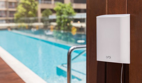 Netgear-Orbi-outdoor-pool