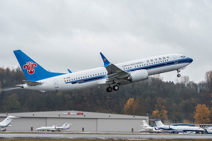 A Boeing 737 MAX 8 in China Southern Airlines livery taking off.