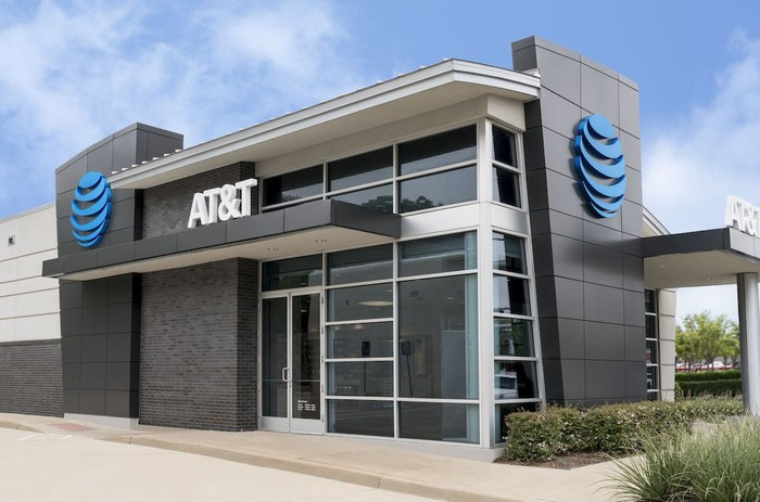 The outside of an AT&T retail store.