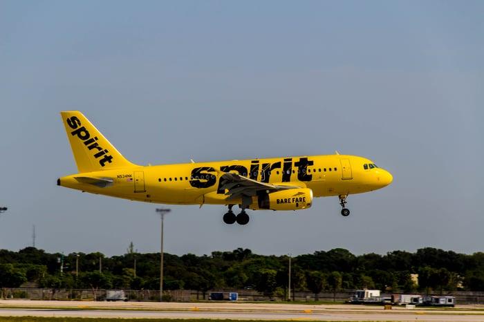 A Spirit A-319 approaching the runway for a landing.