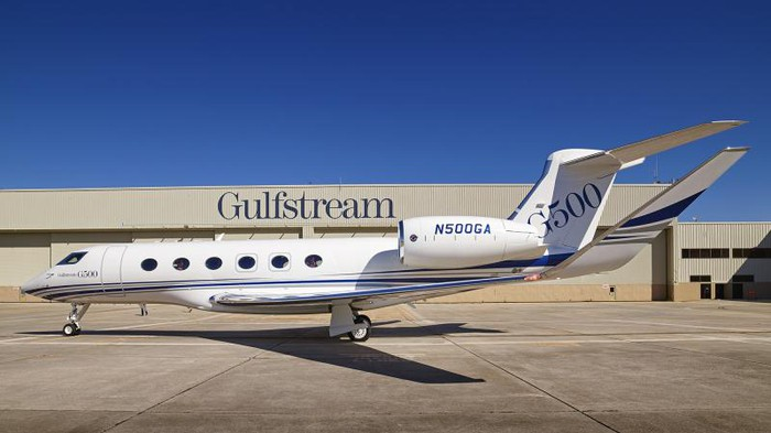 Gulfstream's G500 in front of a hangar