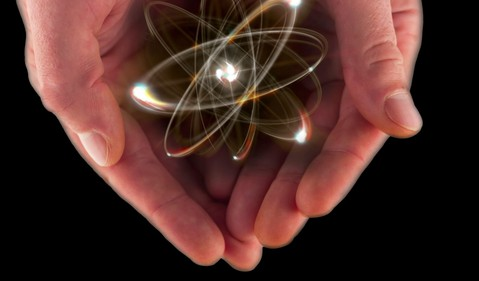 17_07_19 Atom in a pair of hands_GettyImages-490504364