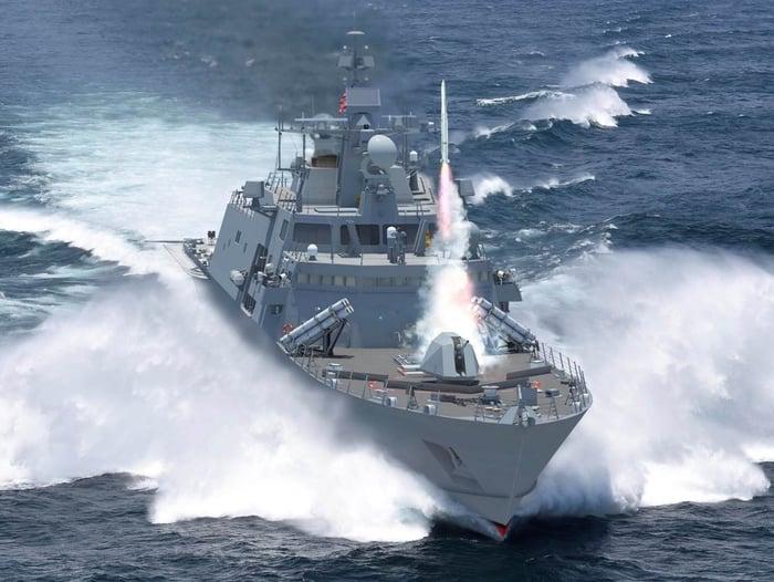 Rendering of Lockheed Martin's FFG(X) design at sea.