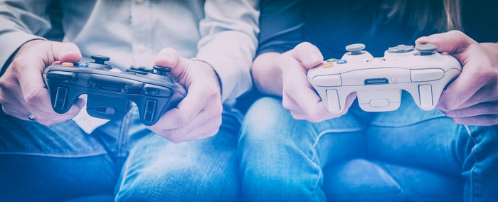 Two gamers play a video game.