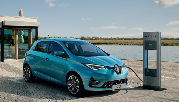 A blue 2019 Renault Zoe, an electric hatchback, is shown at a recharging station.