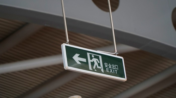 Exit sign in English and Chinese