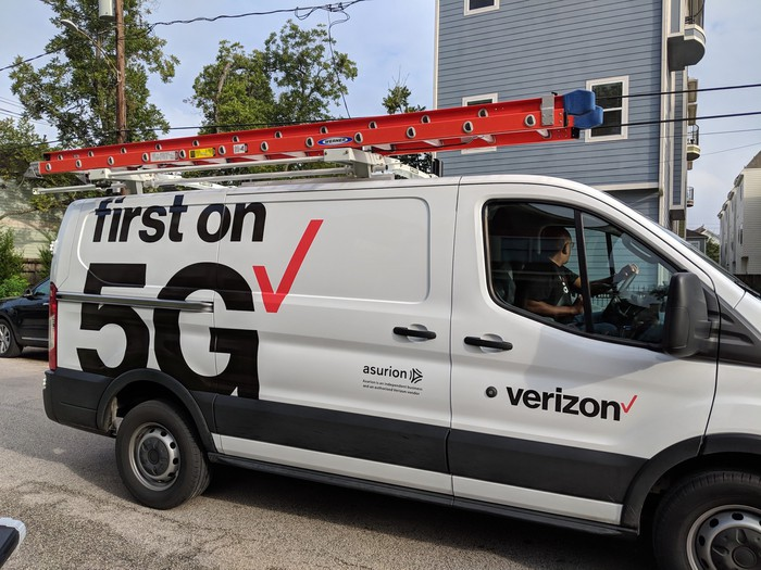 Verizon 5G installation van