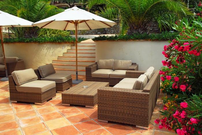 A leafy, semi-tropical hotel courtyard.