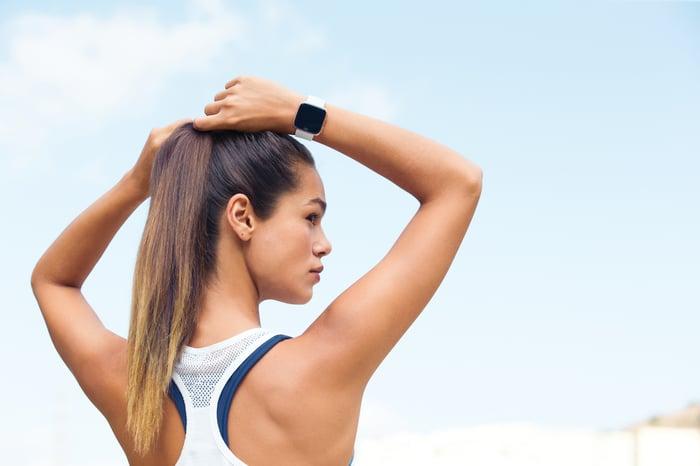 Woman wearing a Versa on an outdoor run