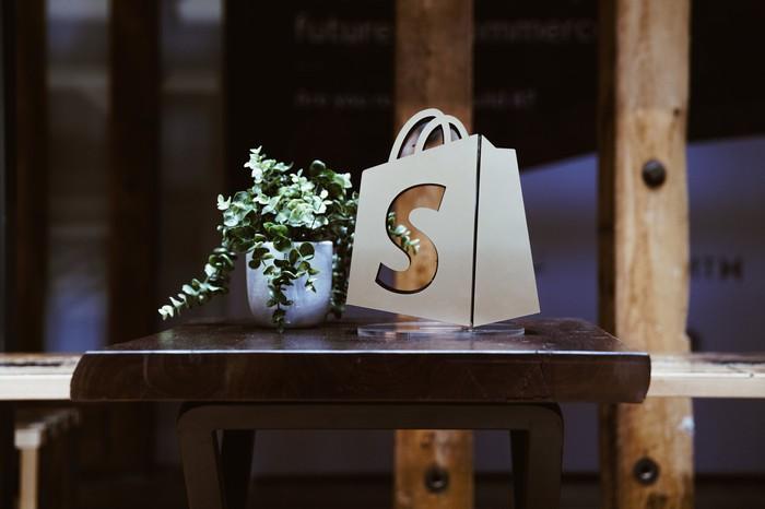 A Shopify logo