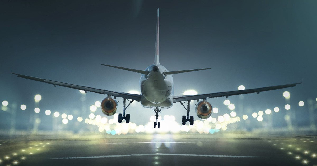Why Fly Leasing Is Gaining Altitude Today