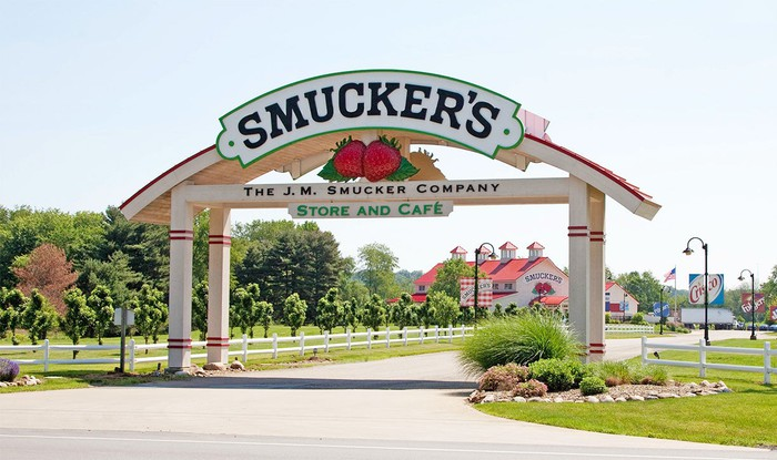 Smuckers sign with barn-style store in the background.