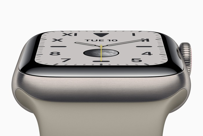 An Apple Watch Series 5 with an analog clock face.
