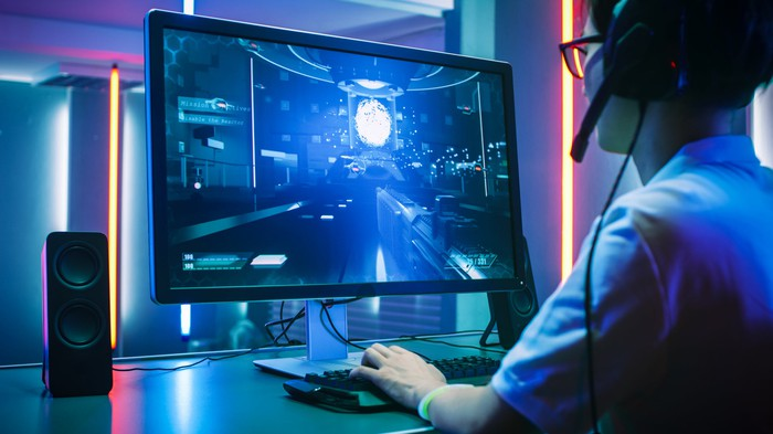 A gamers playing a video game on a PC.
