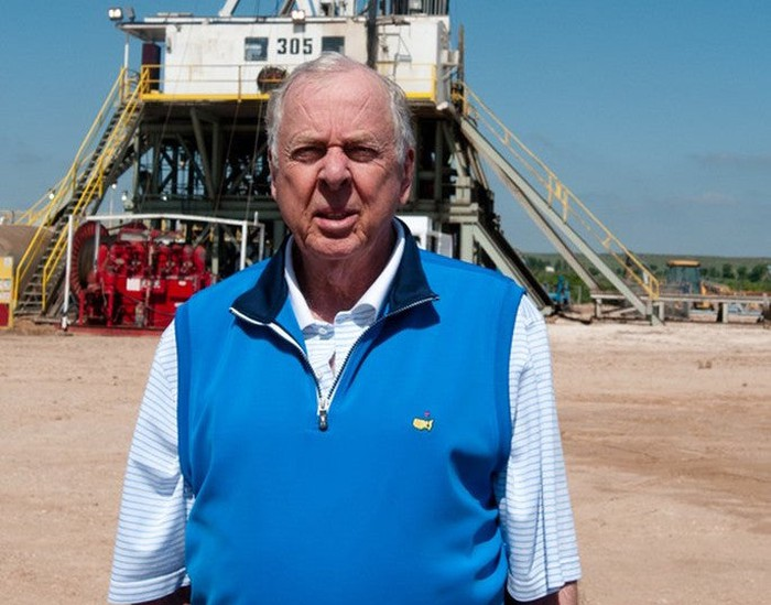 Boone Pickens at a drilling site on his Texas ranch.