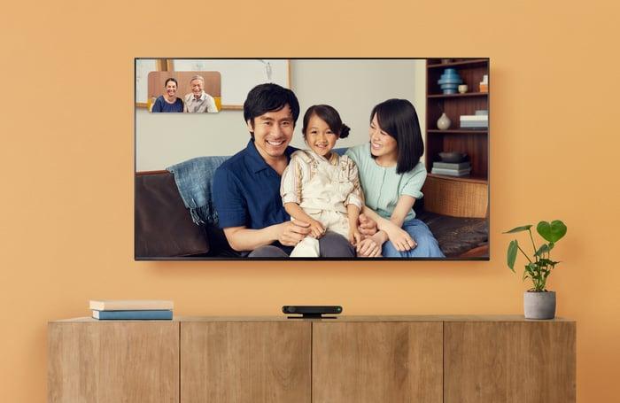 Portal TV under a TV