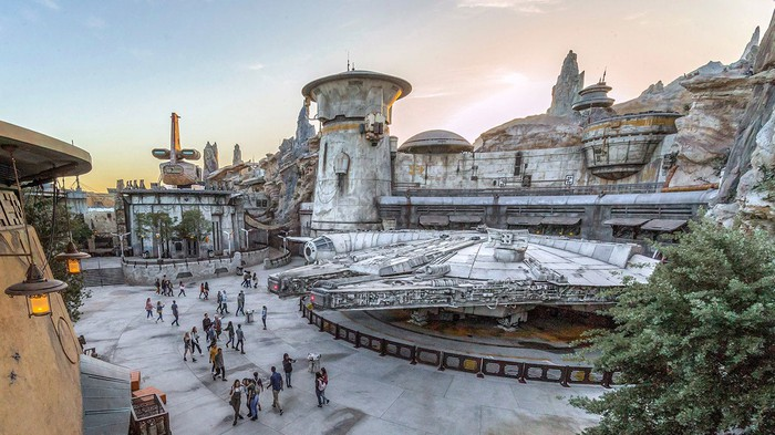 Disneyland's Star Wars: Galaxy's Edge elevated show showing the Millennium Falcon and building that houses the ride.