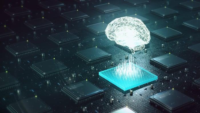 Un cerveau numérisé planant au-dessus d'un circuit