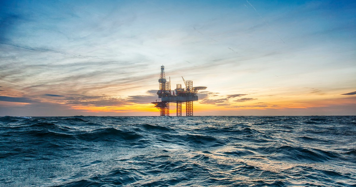 Should Investors Buy or Sell ConocoPhillips Right Now?