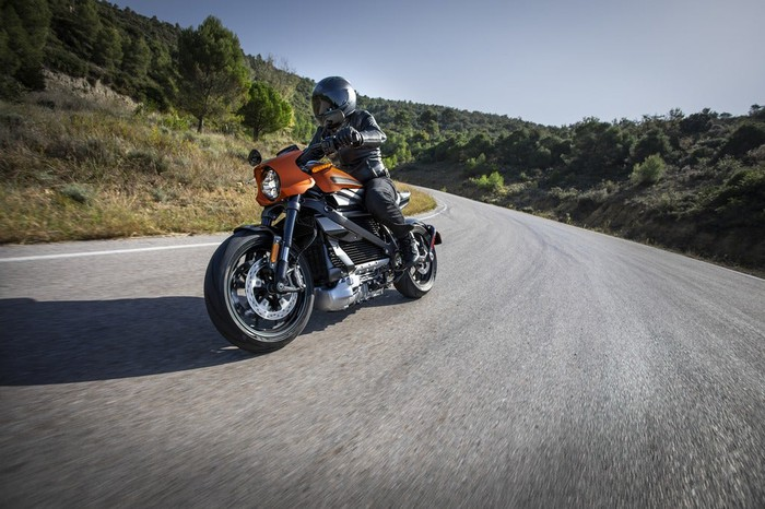 Person riding a Harley-Davidson LiveWire bike on a mountain rode.