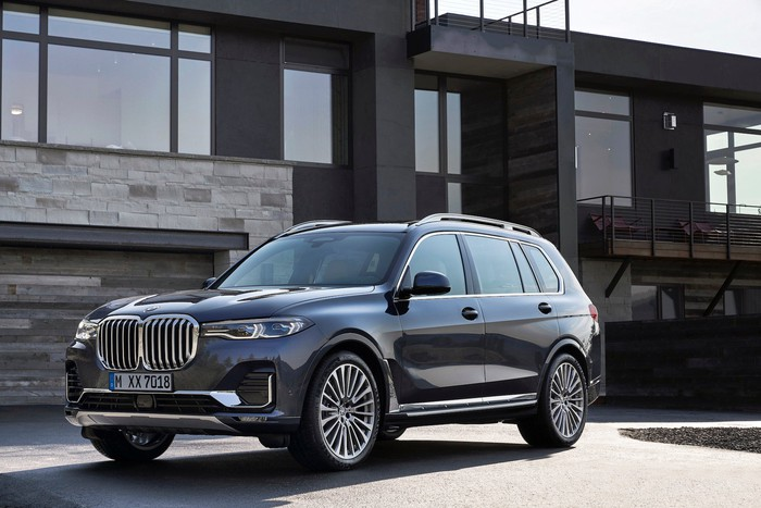 A black 2019 BMW X7, a large luxury SUV.