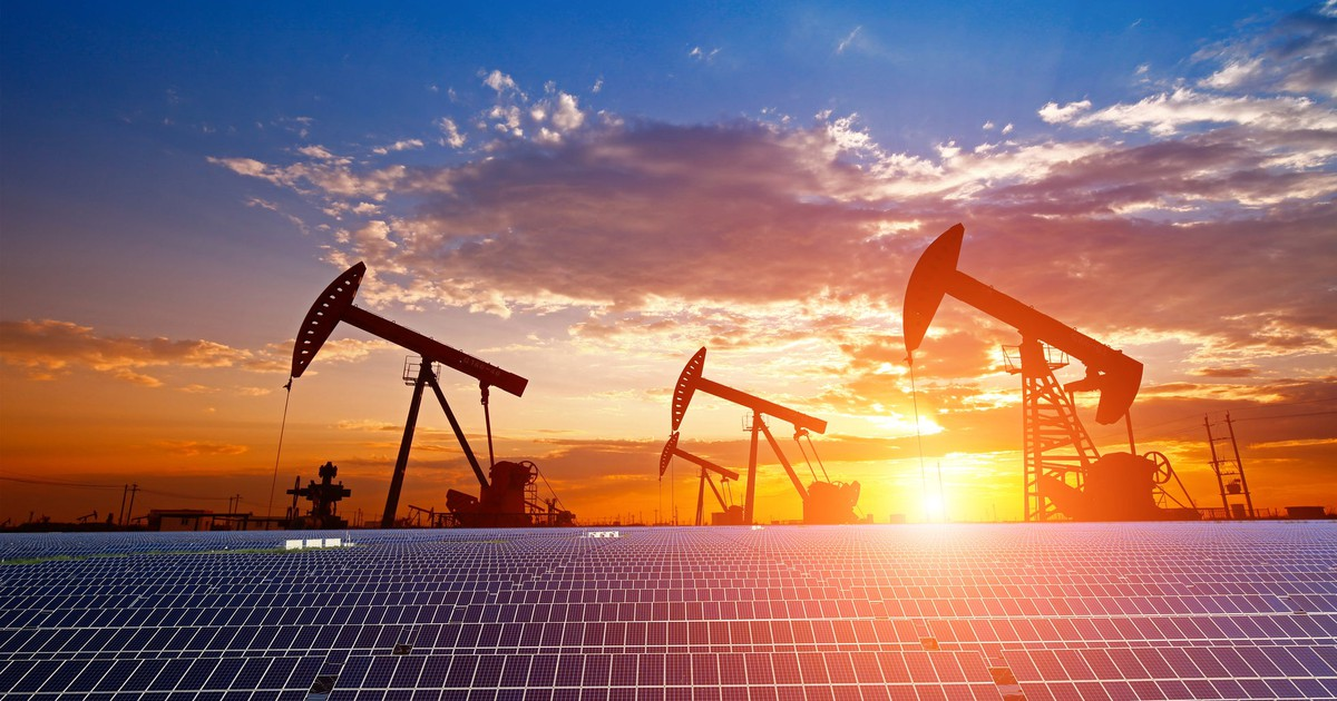These Oil Giants Won't Become Dinosaurs as the World Pivots Away From Fossil Fuels